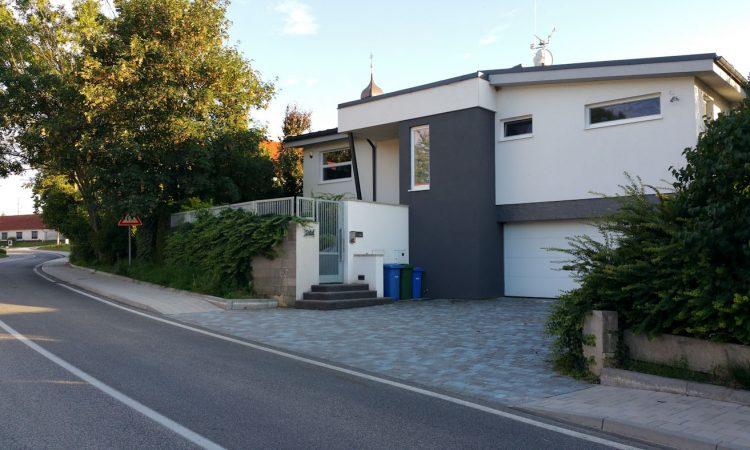 Dom vo svahu – Dolné Dubové